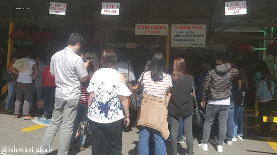 Long line of buyers of pasalubong at Good Shepherd Convent Baguio