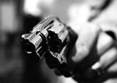 Elemento é baleado após praticar assalto no Distrito de São Domingos