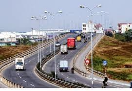 Vận chuyển hàng hóa đường bộ phát triển mạnh