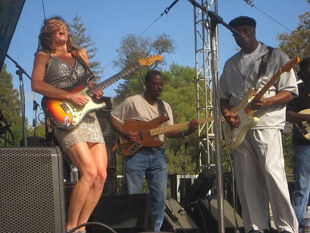 Ana_Popovic_and_Buddy_Guy_Russian_River_