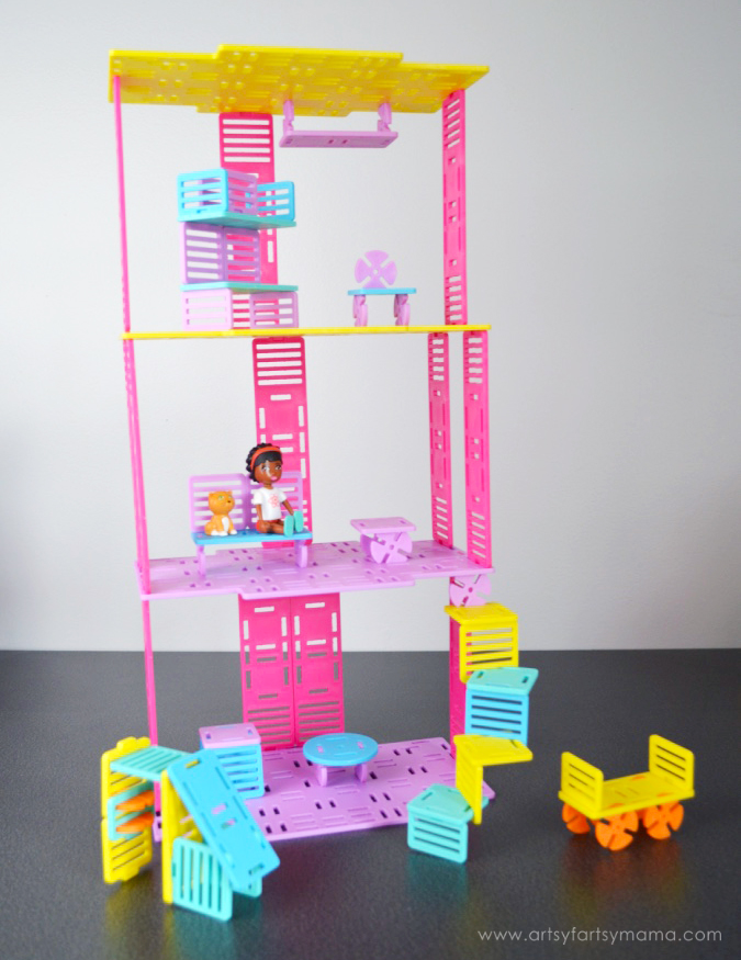 Let Girls Build with Roominate at artsyfartsymama.com