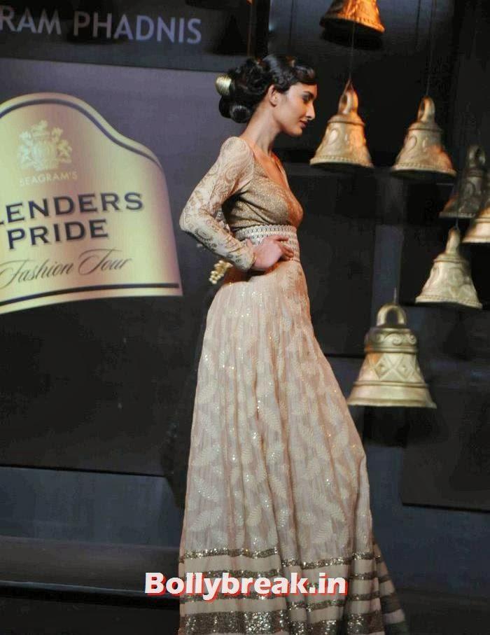 , Models Walk the Ramp for Vikram Phadnis at BPFT 2013