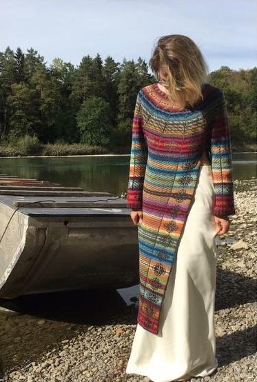 płaszcz na druty ze wzorem