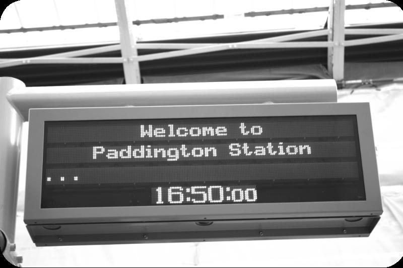 Moderne Digitalanzeige. Aber, was wichtige ist: 16 Uhr 50 ab Paddington | Arthurs Tochter kocht von Astrid Paul