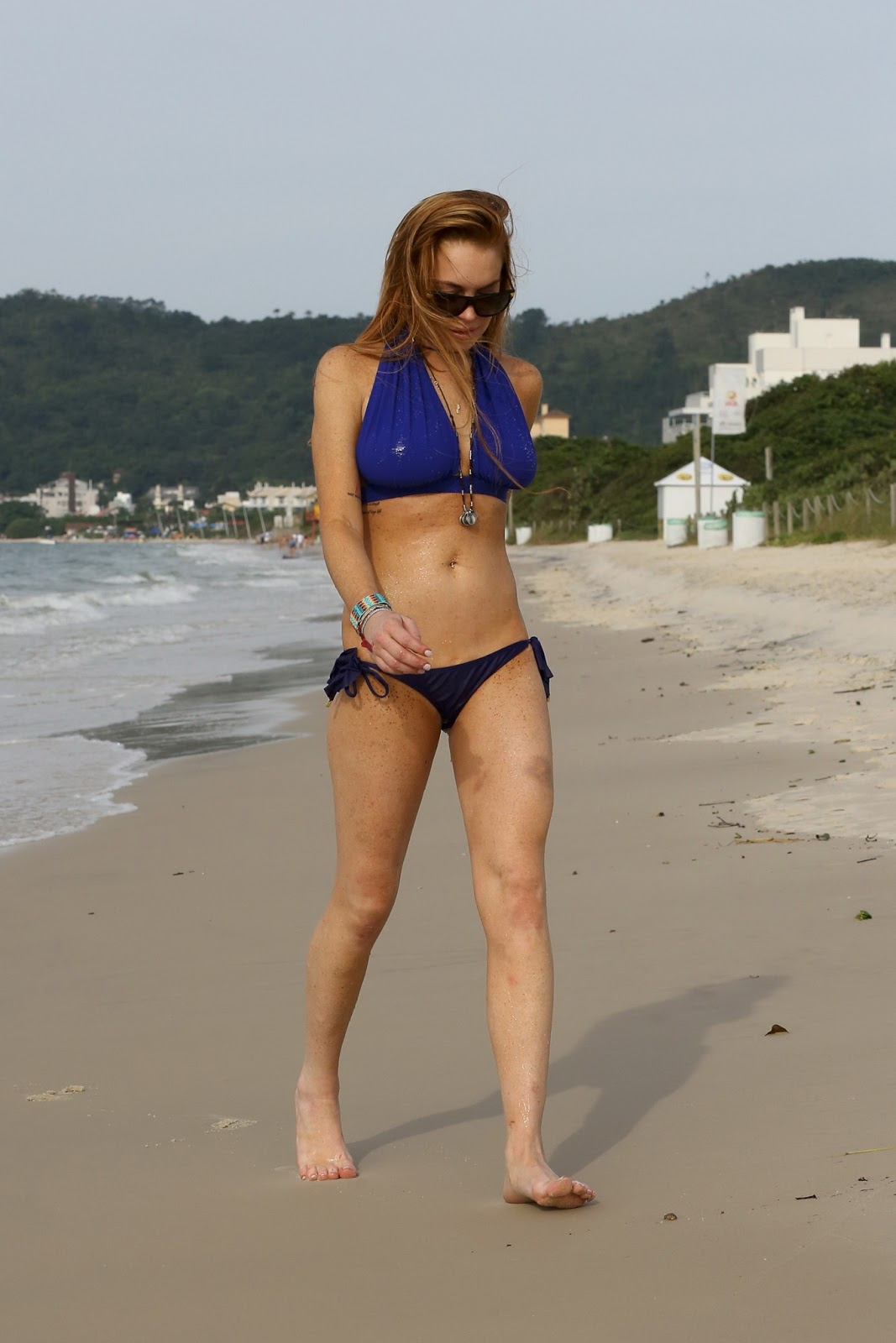 bikini Lindsay lahan