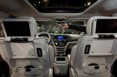 Chrysler Pacifica interior Hd image