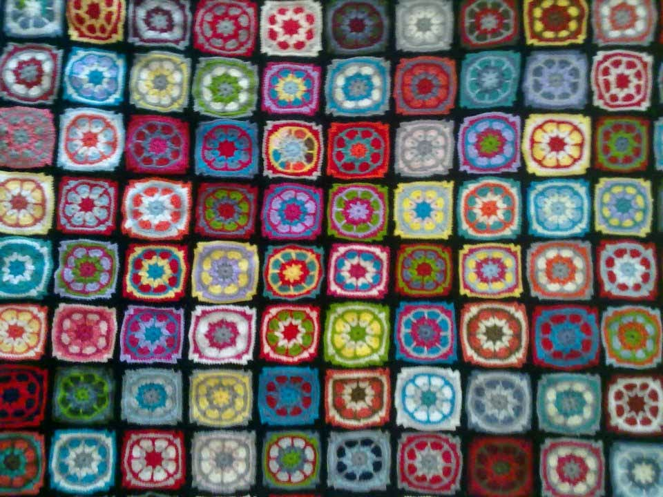 Manta a crochet granny square geno dise o arte for Mantas de lana de colores