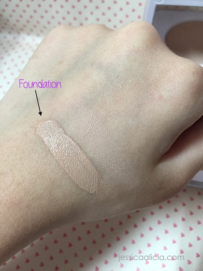 Review : EM Michelle Phan - Love Me For Me Foundation and Powder by Jessica Alicia