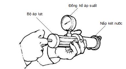 Kiểm tra nắp két nước