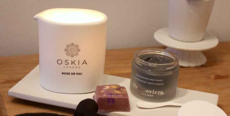 Chilled Pamper Day Favourites Candle Face Mask Omorovicza Lush
