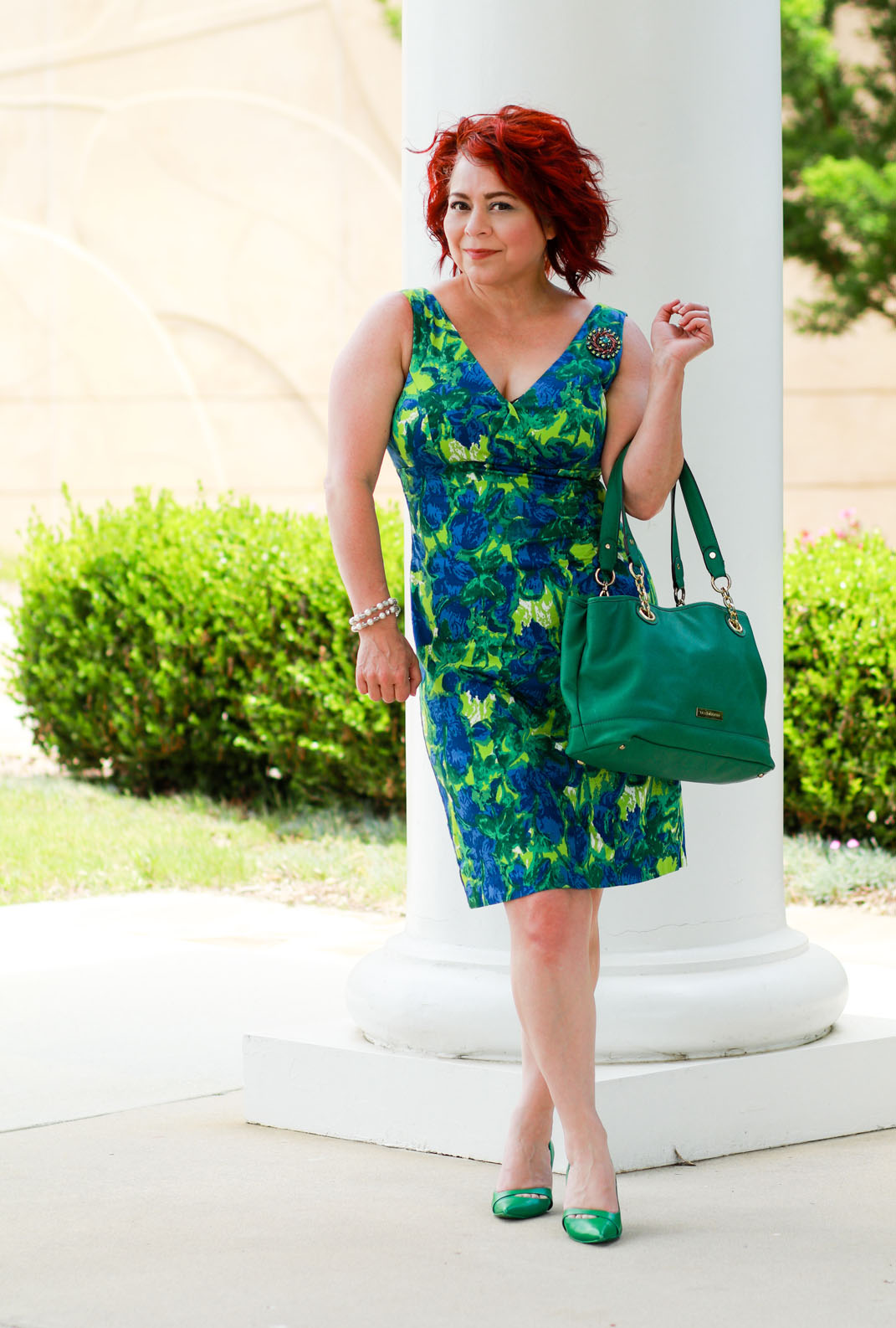 Over 40 fashion blogger Jennie of A Pocket Full of Polka Dots in a Kelly green floral dress