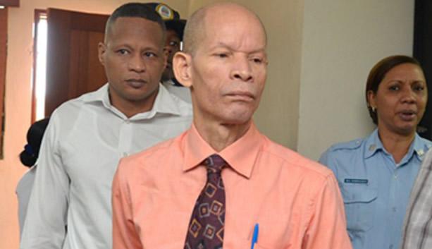 El juez de la segunda sala penal de Santo Domingo Este retiró la acusación contra el pastor Julio Gómez, quien estaba acusado por el Ministerio Público de linchar al presunto delincuente Miguel Ángel Báez (Lagrimita), por insuficiencia de pruebas.