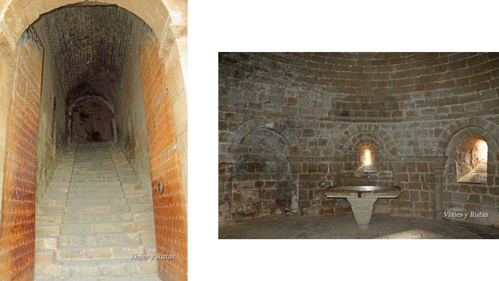 Escalera de entrada e Iglesia de Santa Quiteria, castillo de Loarre
