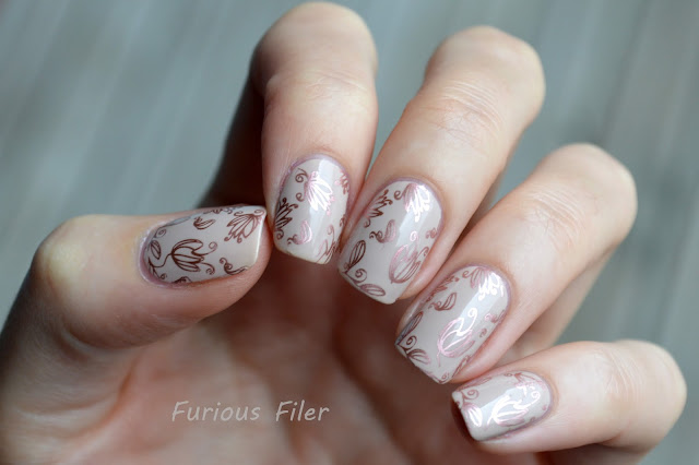 cream rose gold models own chrome nails