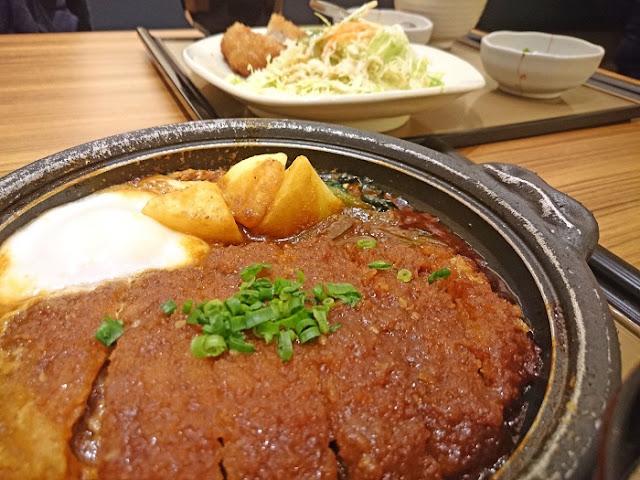 味噌かつ煮定食とチキン南蛮定食の写真