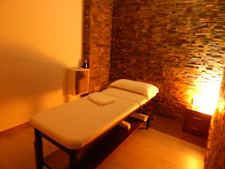 Massage room lighted warm, and temperature controlled
