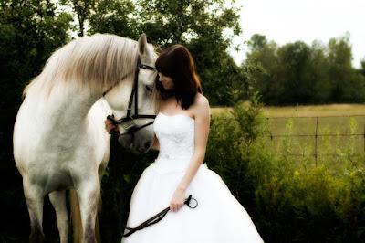 Mireasă şi White horse