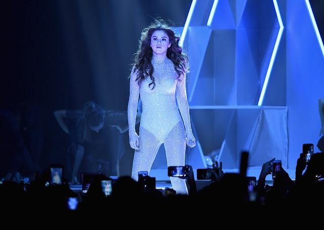 Fan invade el escenario del concierto de Selena Gomez (VIDEO)