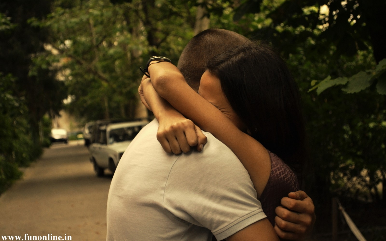 Cute-Couple-having-tight-Hug-e1337602758