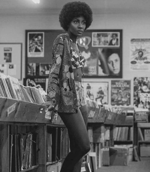 retro vintage modern hi-fi: Retro Hi-Fi Girl Friday