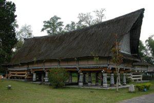 Rumah Bolon Raja Purba di Pematang Purba, Simalungun. (Foto: Wikipedia)