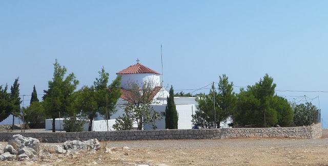 המנזר שעל הפסגה, גובה 512 מ'.
