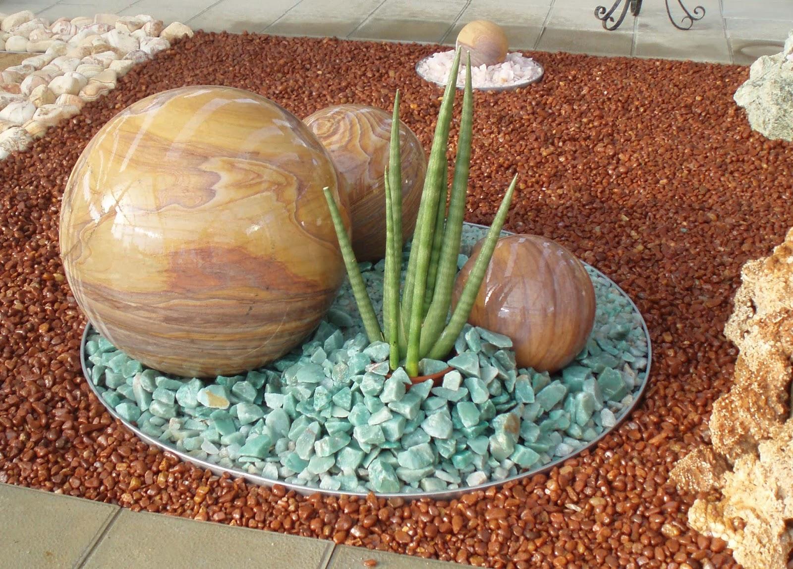 Piedras de colores tendencias actuales de jardines for Disenos de jardines con piedras decorativas