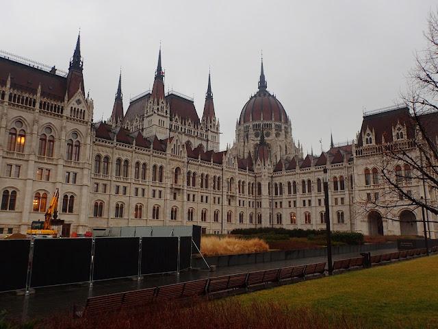 Budapeszteński parlament (od strony Pesztu)