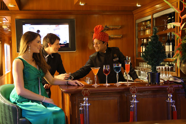 Maharajas Express lounge bar