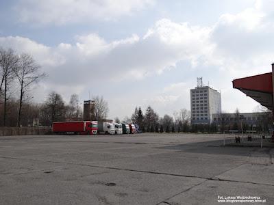 Ciężarówki na dworcu autobusowym w Oświęcimiu