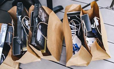 Ofertas en dos portátiles, un móvil, un monitor, una caja, una RAM, una pantalla, unos auriculares y una barra de sonido