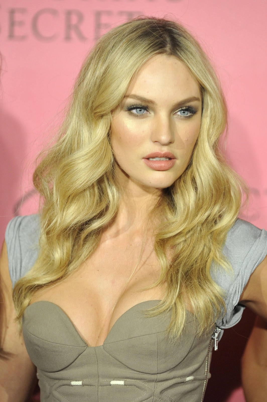 Candice Swanepoel (Victoria's Secret Party 2010) HQ