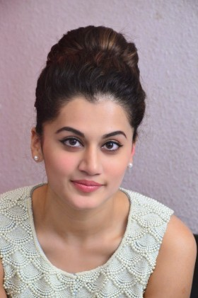 Taapsee Pannu Wallpaper Hd in White Dress