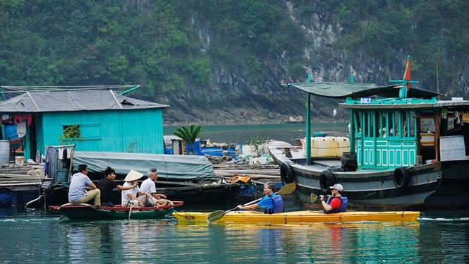 Chiêm ngưỡng làng chài đẹp nhất thế giới trên vịnh Hạ Long -12