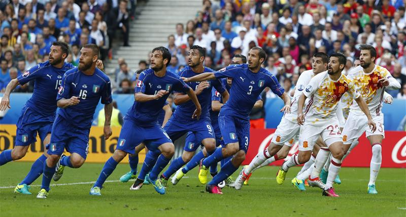 Super-Itália despacha campeões  Chiellini marcou 3b557a0ad6c13