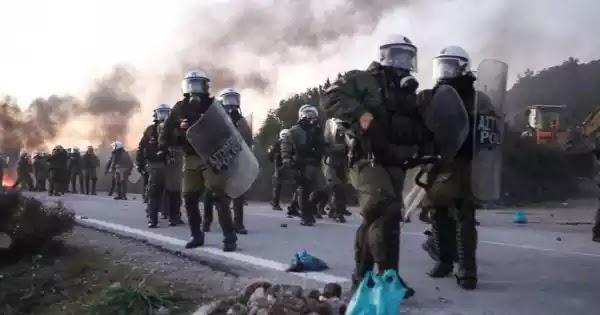 Χίος: Σύλληψη και προσαγωγές για τον ξυλοδαρμό ΜΑΤ - Κάτοικοι εισέβαλαν σε ξενοδοχείο (βίντεο)