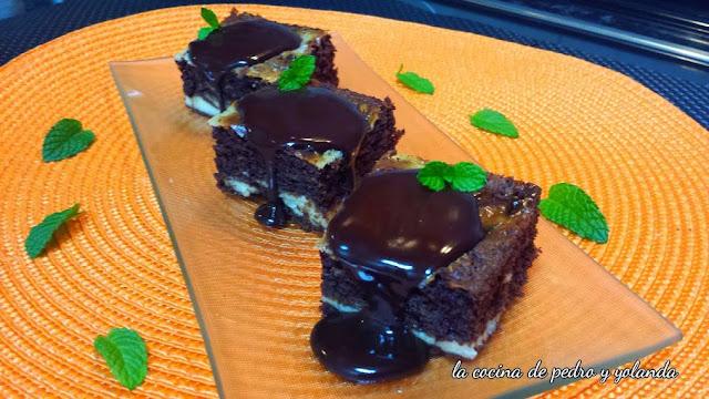 http://www.lacocinadepedroyyolanda.com/2014/11/brownie-de-chocolate-y-queso.html