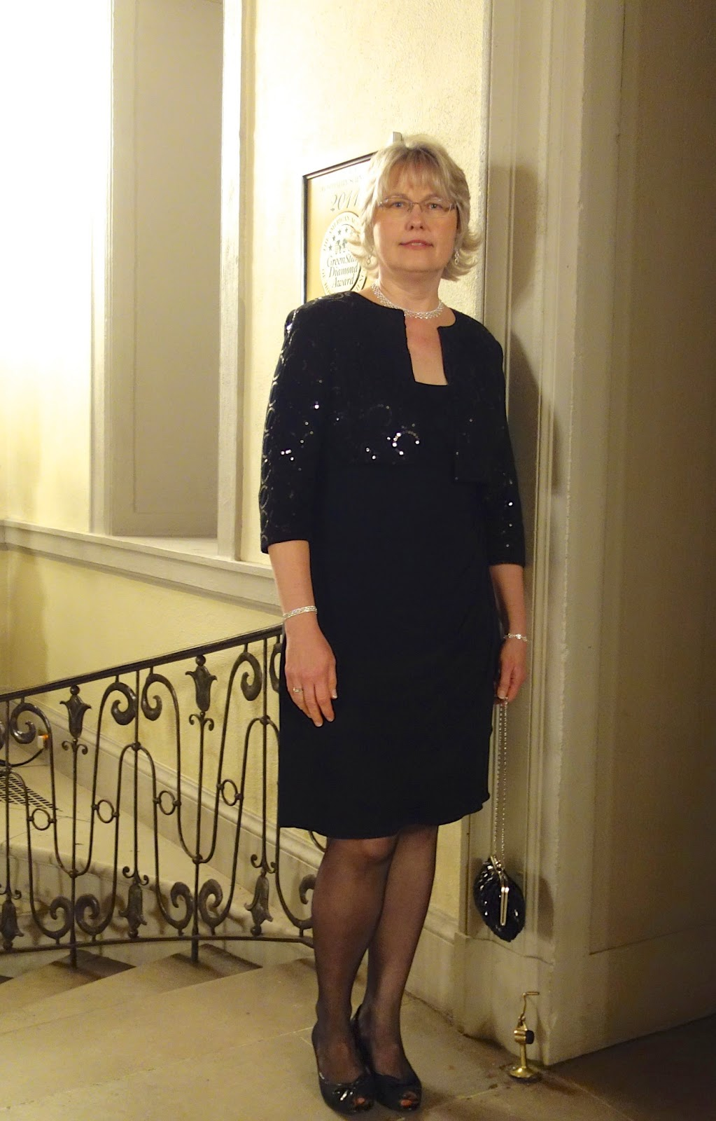 what to wear to a wedding age 50