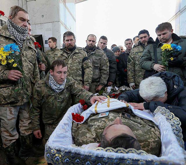 Soldado ucraniano católico morto em recente ataque dos separatistas pró-russos violando os acordos de Minsk. Combates retomaram com intensidade.