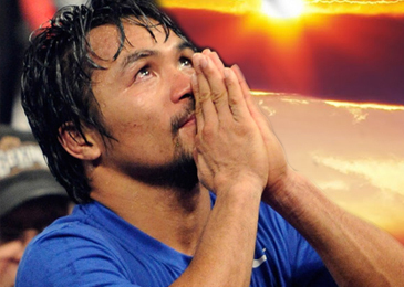 Manny Pacquiao orando mirando al cielo
