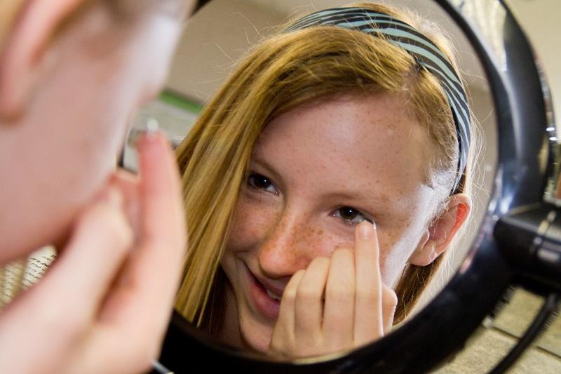 Crianças e adolescentes não podem usar lente de contato. Mito ou verdade  308e04b1c7