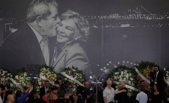 """Lula asegura que su esposa murió """"triste"""" por ataques de la derecha"""