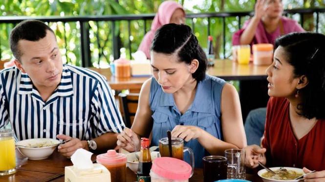 Review Film Aruna dan Lidahnya