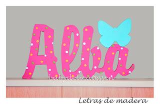 letras de madera infantiles para pared Alba con silueta de mariposa babydelicatessen