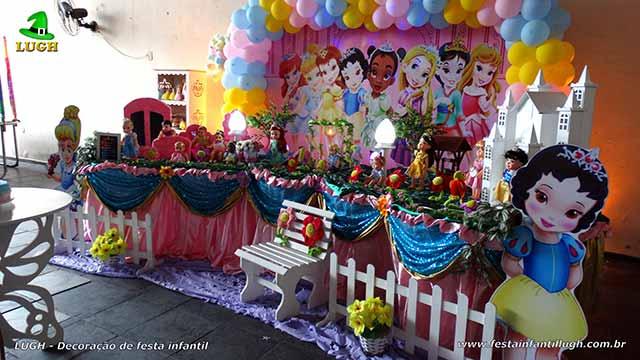 Decoração de mesa de aniversário infantil Princesas Baby Disney forrada com toalha de pano