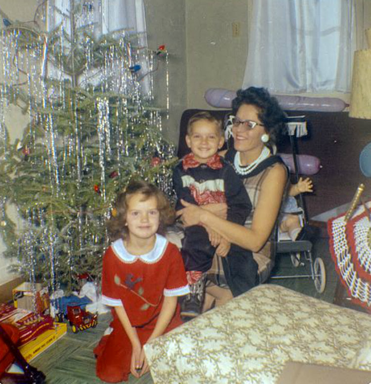 A Vintage Nerd Retro Christmas Inspiration Vintage Blog Christmas 1960s Christmas White Christmas Vintage Christmas Inspiration