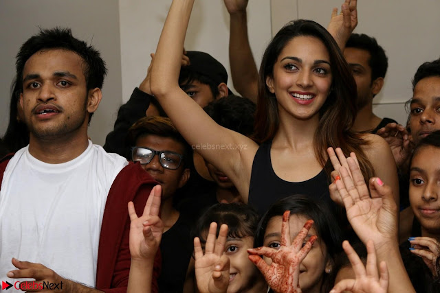 Kiara Advani Black Tank Top Tight leggings Tu Cheez Badi Hai Mast Mast~  Exclusive 06.JPG