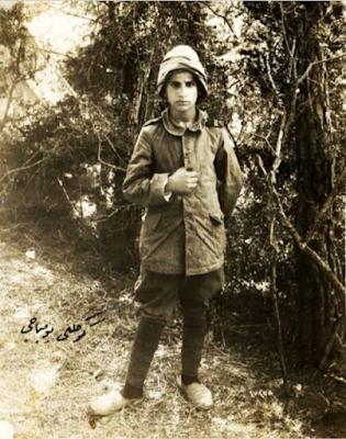 """Ailesini Balkan Savaşında kaybettiği için Çanakkale'ye giderek Mehmetçiklere sığınan ve cephede """"Gönüllü Bombacı"""" lakabını kazanan Ali Reşat..."""
