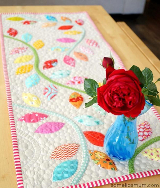 Bursting Buds Table Runner Free Pattern Designed by Anorina Morris of Samelias Mum