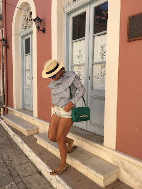 Off shoulder top, off sholder top with stripes, proenza shouler shoulder bag, how to wear shorts when you in your 30s, kako nositi sorc kada imate 30 godina, kako nositi sorc i izgledati klasicno, best toronto fashion blogger, best toronto blogger outfit, najbolje blogerke, kako blogerke nose sorc